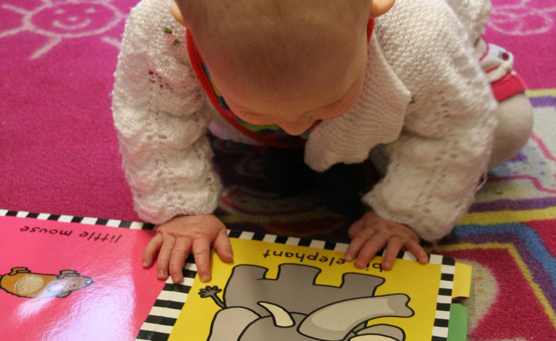 Comprendre et stimuler le développement de bébé durant sa  première année